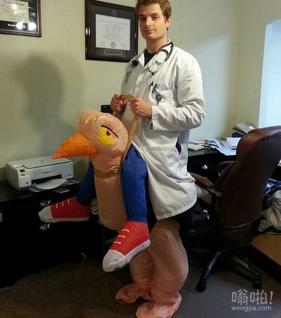 我是一个外科住院医师,我说,我可以明天打扮出席。他可能会后悔…
