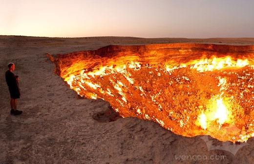 """超过40年的火山口燃烧是一个""""地狱门"""""""