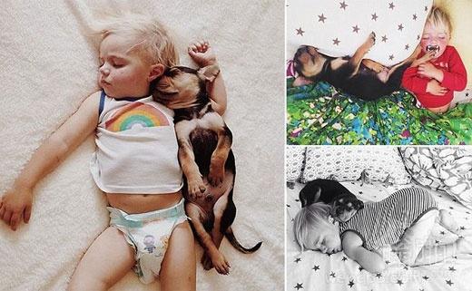 狗累了!可爱的小孩和他的小狗的弟弟西奥午睡天天在一起