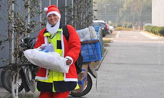 """圣诞老人送快递""""萌""""博好评"""