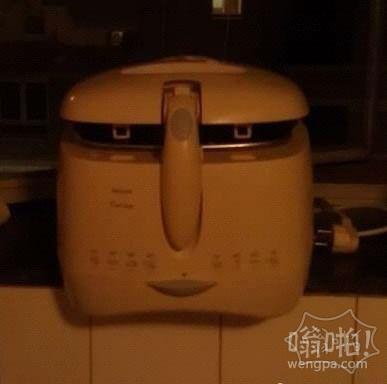 只是个电饭煲 表情要不要那么丰富