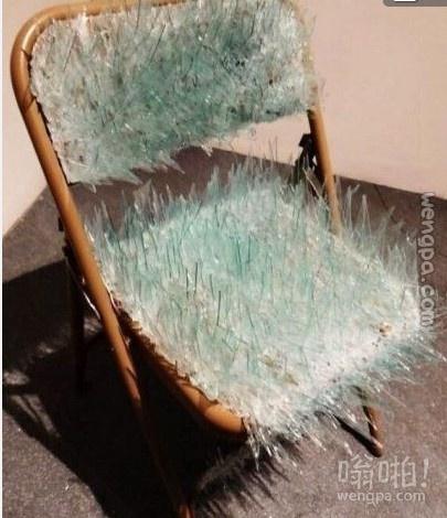 这把交椅的广告语就是;菊花残,满腚伤。