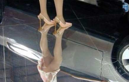 身为车展保洁员,地板,我一直很用心的去擦。。。