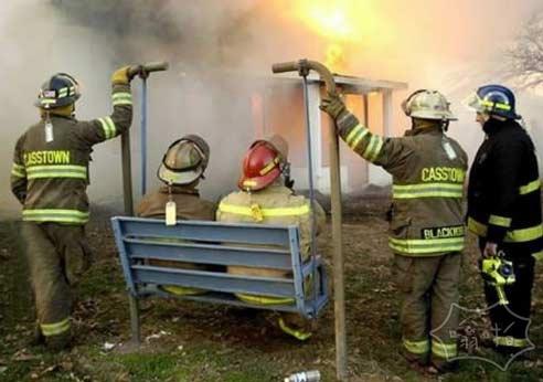 消防队长前妻的房子着火
