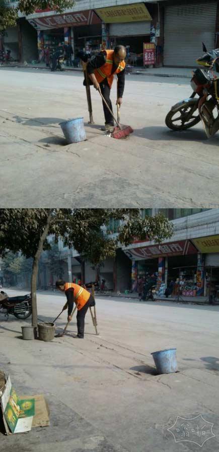 最坚强清洁工 街头持拐打扫卫生