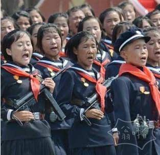 朝鲜女民兵方阵近景图