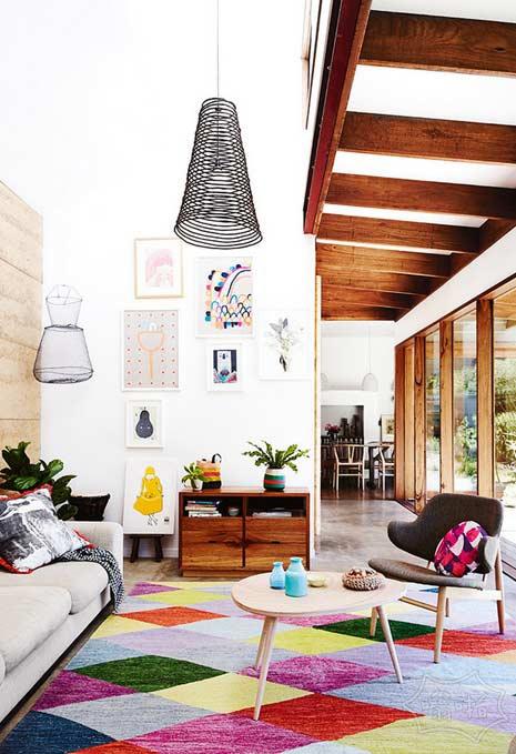 艺术和色彩在这个环保意识的澳大利亚家庭从内而外可爱的组合。