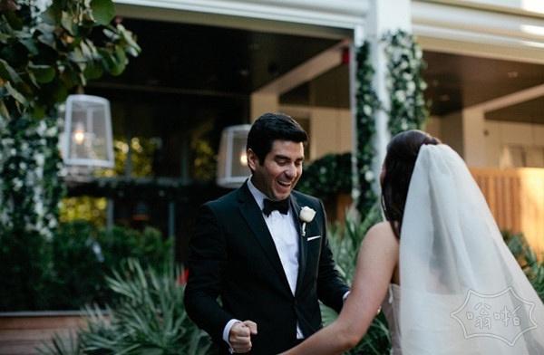 當新郎看到新娘穿着婚纱的一瞬间