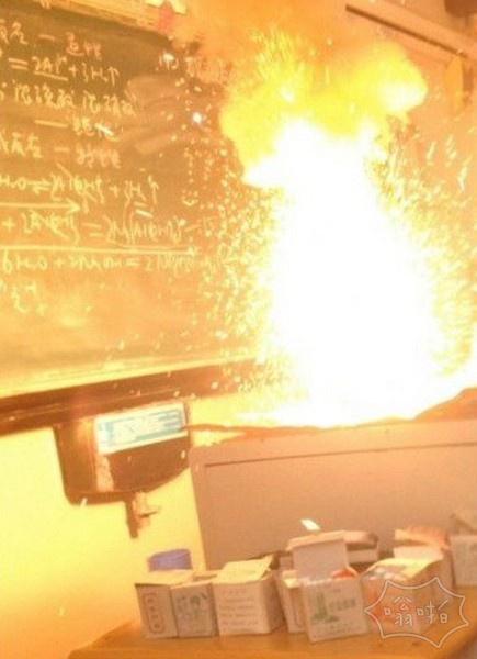 化学老师丢下我们跑了