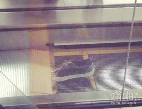 这鞋是怎么弄进去的