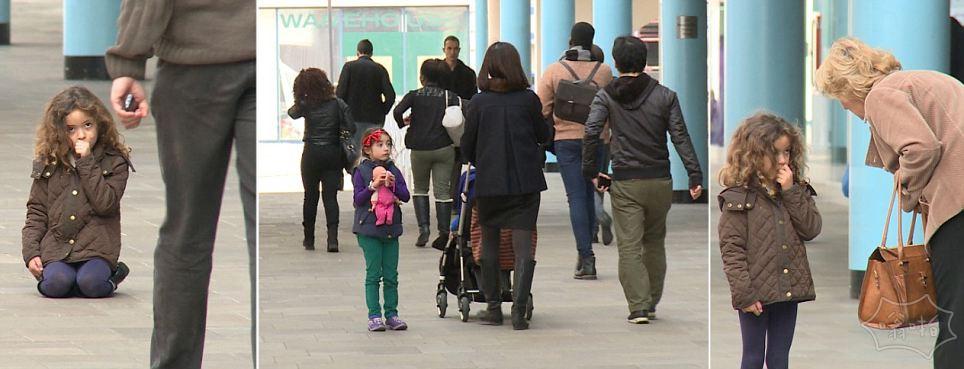 走在英国:两个女孩假装迷失在一个繁忙的购物中心。所以停下来帮助多少人?一个。有多少忽略他们的困境……616个!