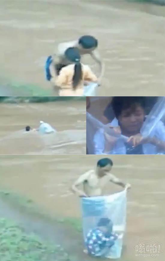 越南家长用塑料袋运送孩子过河上学