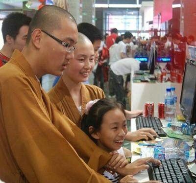 一家三口买电脑。。。。。我又相信爱情了。。。