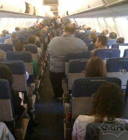 现在懂了为什么有些胖子坐飞机舍得去买3张票
