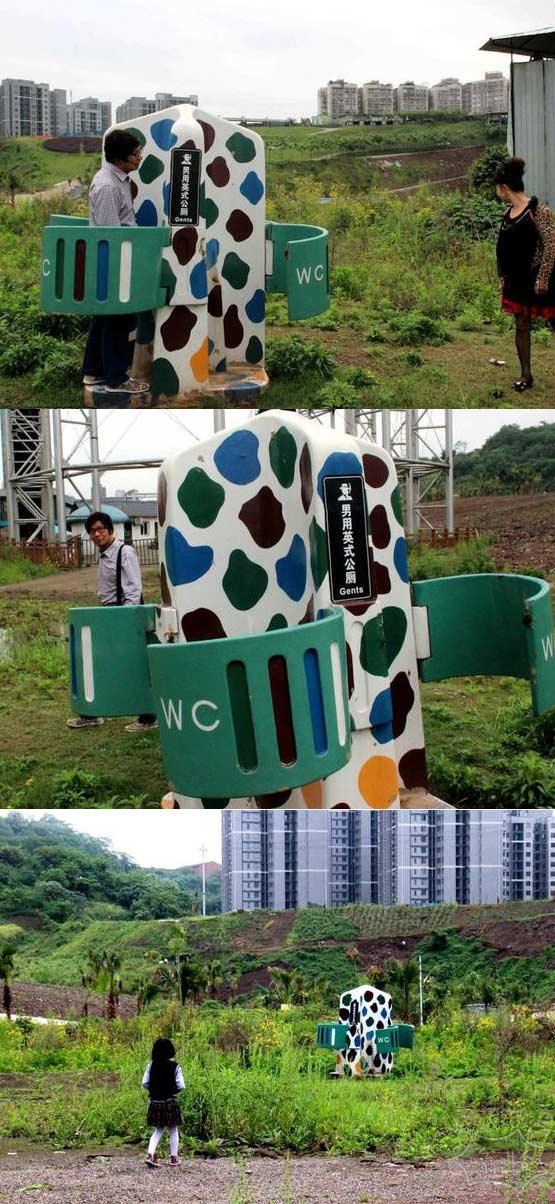 重庆男性专用露天公厕 只遮重要部位惊呆女路人
