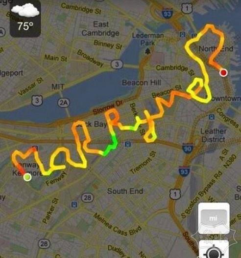 一对情侣跑完步后,男生拿出GPS
