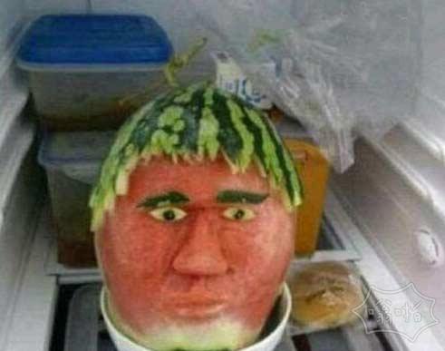 老婆说给我买了个西瓜放在冰箱,我高兴打开一看。。。