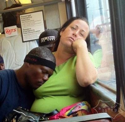 公车上只要睡着了就成功了一半