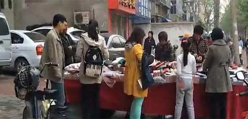 河南农村屌炸天的推销钱包的方法!你们谁见过?(视频)