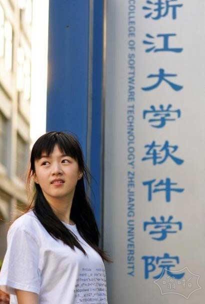 浙大软件学院系列的宣传照,下面这张有人说是C,有人说是C++。。