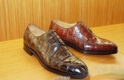 一男子在沪恒隆广场试穿4.7万元皮鞋若无其事离店被抓