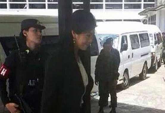 泰国政坛军变 泰前总理英拉被军方控制  持枪押解照片曝光