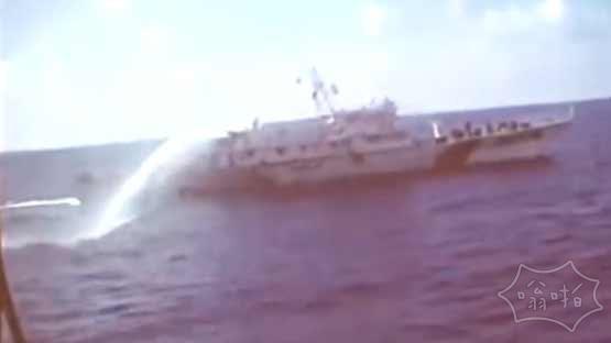 越方实拍中越在南海钻井平台爆发激烈冲突 中国海警3411船向越南CSB-8003发动撞击(视频)