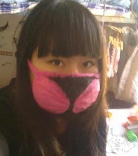 最近风沙大,戴个口罩出门