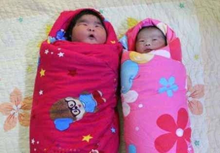 12斤4两 山东产妇诞下巨型宝宝惊呆爸妈