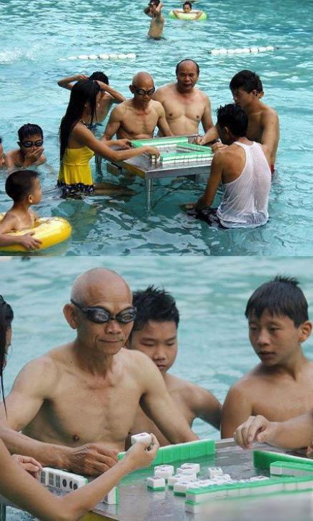 大爷你的游泳眼镜是不错,不过你能看清牌么