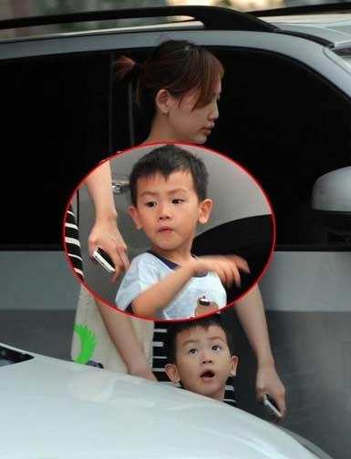 王宝强儿子照片萌萌哒 傻根妻子马蓉相貌美艳儿女双全