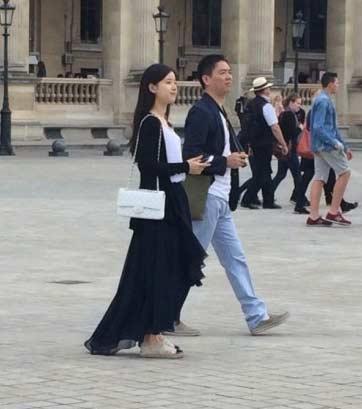爱她就带她去巴黎购物