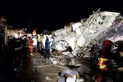 台湾复兴航空GE222客机重摔起火 48死15伤 正驾驶有15年该机型飞行经验