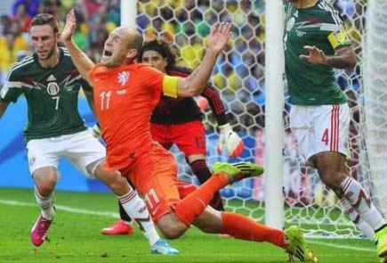 感觉解说荷兰队段暄说的最来劲的一句是:罗本!罗本!罗本!。。罗本摔倒了!!