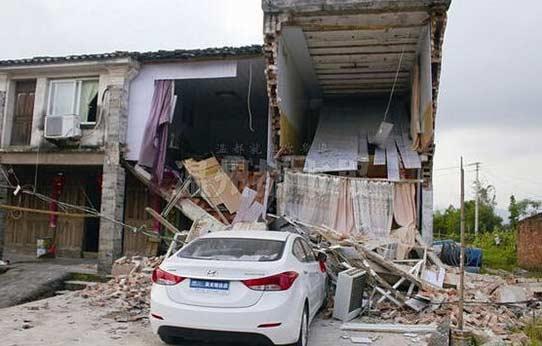 女司机新作:平阳女司机开新车撞塌父母房子