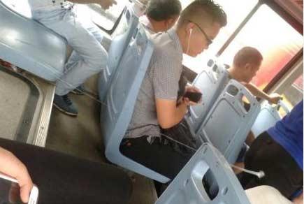 公交车上的屁股拔丝