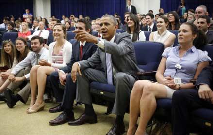 奥巴马旷工看球 与200多名白宫员工一起看球赛