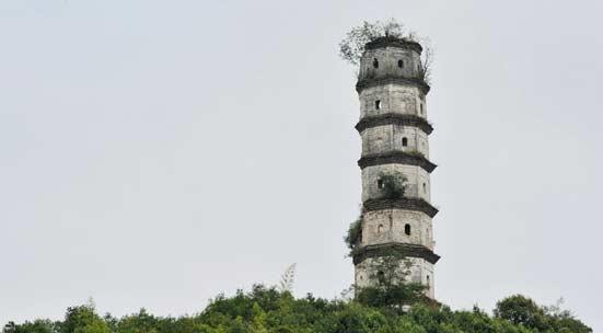"""江西德兴""""半边神塔""""屹立500年  与比萨斜塔相媲美"""