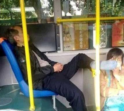 大叔的潇洒摆腿让人窒息