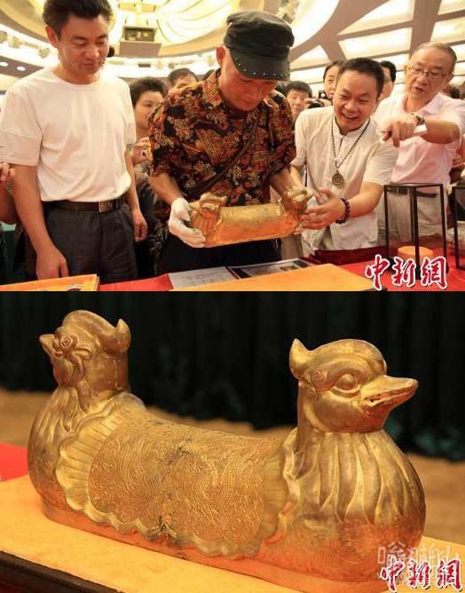 """唐代""""黄金鸳鸯枕""""亮相上海 重36公斤"""