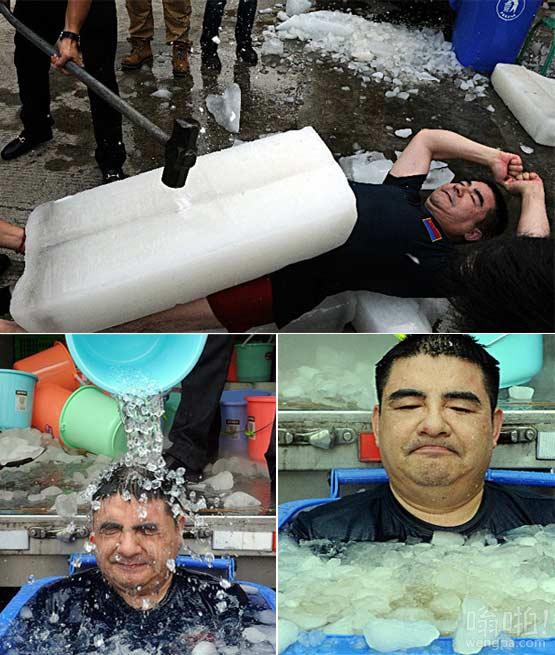 """陈光标""""胸口碎大冰""""坐冰桶30分钟淡定完成冰桶挑战"""