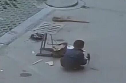 山东济宁6岁男童被越野车碾压奇迹生还 越野车有哪些盲区
