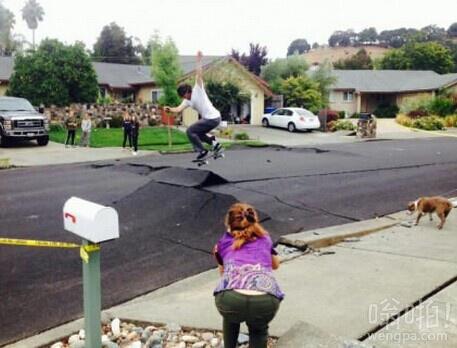 美国洛杉矶地震后,孩子们在做什么