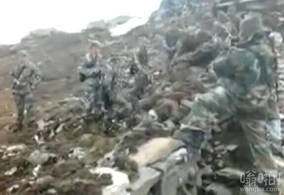 中印边界士兵静近距离对峙 印方修石墙中方搬走(视频)