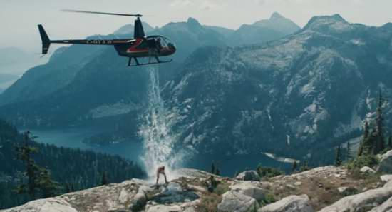 加拿大冰球运动员山顶直升机浇冰水完成冰桶挑战