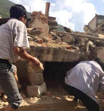 云南鲁甸6.5级地震381人遇难 地震现场视频