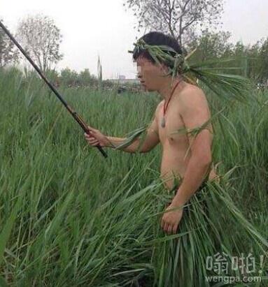 哥们为了钓鱼也是蛮拼的