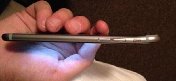 现在苹果iPhone 6在全世界遭到各种黑 徒手折叠、扔啤酒杯样样行(视频)