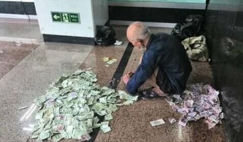 现在地铁上讨钱的明显减少了