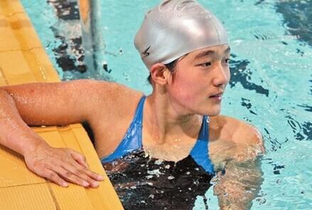 篮球女孩钱红艳 100米蛙泳冠军